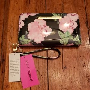 NWT - Betsey Johnson Patent Wallet